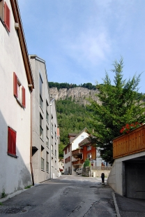 Bytový dům v centru vesnice - foto: Petr Šmídek, 2008