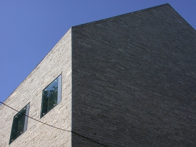 Obchodní dům H&M - foto: Petr Šmídek, 2001