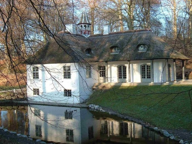 Lesní kaple - Romanticka usedlost Liselund na dánském ostrově Møn (1792-93).