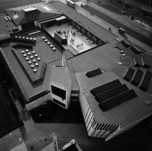 Kulturní centrum Wolfsburg - Historický snímek před rokem 1980, kdy se z ulice Porschstrasse stala pěší zóna.