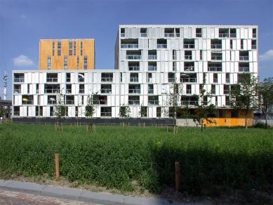 Carré Housing - foto: Petr Šmídek, 2003