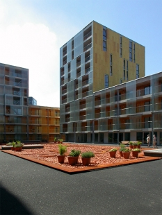 Carré Housing - foto: Jan Kratochvíl, 2003