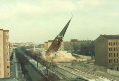 Kaple smíření - Snímek bourání kostela