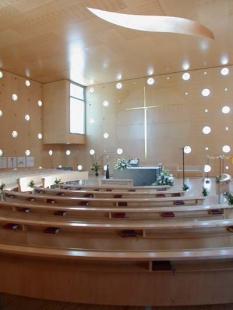 Katolický kostel 'Kristus, naděje světa' - foto: Petr Šmídek, 2003