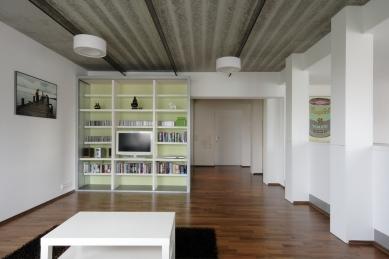 Interiér bytu v Újezdě nad Lesy - foto: Robert Žákovič
