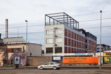 Přestavba tovární budovy AF BKK - foto: Andrea Lhotáková