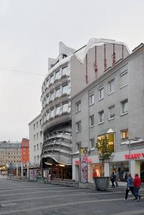 Bankovní pobočka na Favoritenstraße - foto: Petr Šmídek, 2017