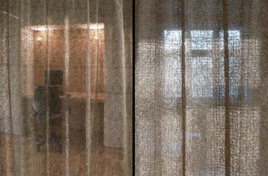 Rekonstrukce bytu 3+1 na bytové studio - Detail závěsu - foto: Žaneta Zmudová