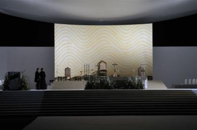 Areál mše Benedikta XVI. v Brně - Noční převzetí pódia