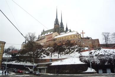 Areál mše Benedikta XVI. v Brně - Nové umístění kříže na Petrově