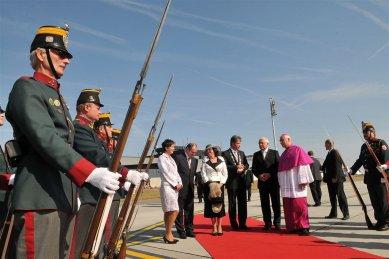 Areál mše Benedikta XVI. v Brně - Oficiální vítání