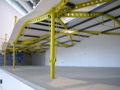 Renault Distribution Centre - fotografie z výstavy v pařížském Centre Pompidou - foto: © insecula.com