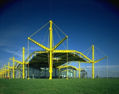 Renault Distribution Centre - foto: © Foster and Partners