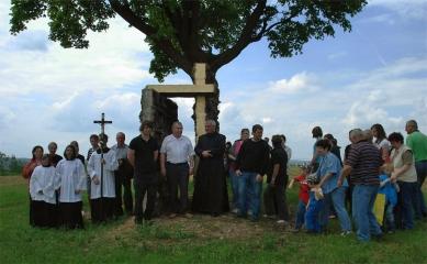 U kamenného kříže - Svěcení kříže - foto: Ivo Pavlík