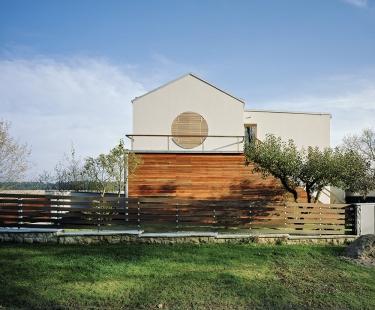 Rekonstrukce a dostavba rodinného domu v Jevanech - foto: Tomáš Souček