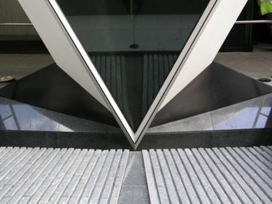 Swiss Re Headquarters - foto: Petr Šmídek, 2004