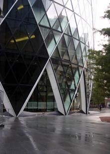 Swiss Re Headquarters - foto: Martina Straková, 2004