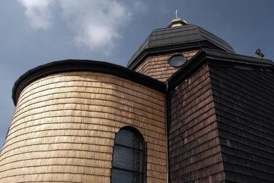 Zvonička na Horečkách - Inspirace: Šindel na fasádě kaple Sv. Cyrila a Metoděje na Radhošti