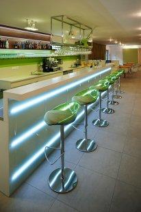 Hotelový klub v Novém Jičíně - Svítící barové těleso - foto: Štěpán Vrzala