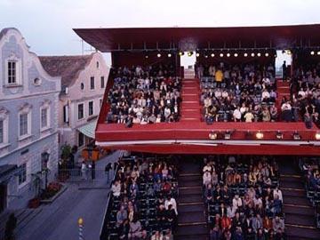 Dočasná divadelní tribuna - foto: © Dietmar Tollerian