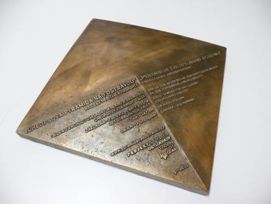 Cheopsova pyramida nad Ostravou - Plaketa - foto: Ing. Jan Šafář - www.archifoto.cz