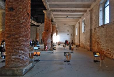 12. Bienále v Benátkách - Hans Ulrich Olbrist uspořádal v benátském Arsenale šestidenní (22.-27.08.2010) maraton rozhovorů s architekty a umělci. - foto: Petr Šmídek, 2010