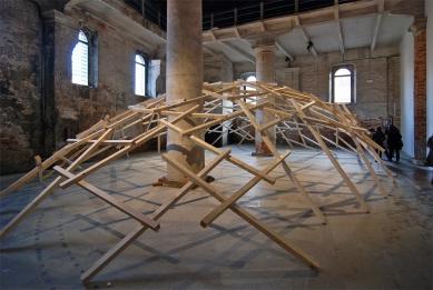 12. Bienále v Benátkách - Amateur Architecture Studio: Decay of a Dome - foto: Petr Šmídek, 2010