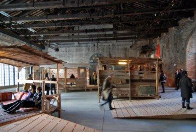 12. Bienále v Benátkách - Reclaim: expozice Bahrajnského království (autoři: Bahrain Urban Research Team, Camille Zakharia, Mohammed Bu Ali) - foto: Petr Šmídek, 2010