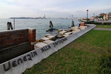 12. Bienále v Benátkách - Pomník padlým partyzánům od Carlo Scarpy. - foto: Petr Šmídek, 2010