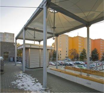Úprava veřejného prostoru u polikliniky ve Starém Lískovci - foto: Ota Nepilý