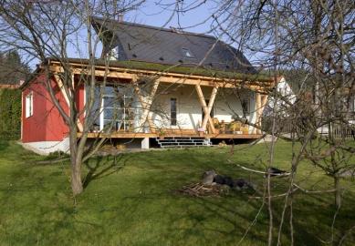 Rodinný dům s obytnou terasou - foto: Vavřinec Menšl