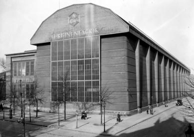 Turbínová hala AEG - Historická fotografie z roku 1927.