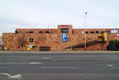 Obchodní středisko Uran - foto: Petr Šmídek, 2011
