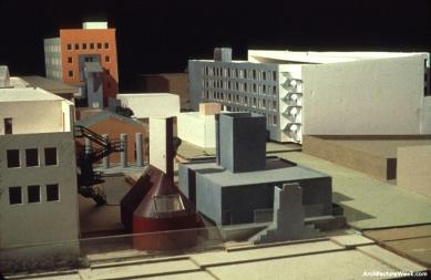 Loyola Law School - Final design model - foto: Joshua White, courtesy Frank O. Gehry & Associates