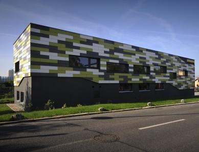 Administrativně výrobní budova firmy Bulldog Reklama - foto: Věroslav Sixt
