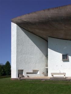 Mariánská kaple Notre-Dame du Haut - foto: Petr Šmídek, 2002