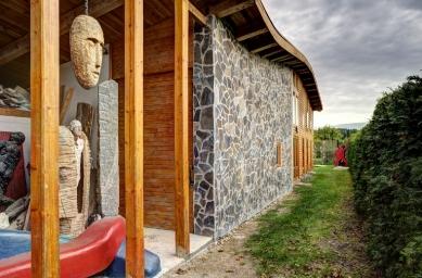 Rodinný dům se sochařským ateliérem