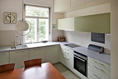 Interiér bytu v ulici Střední - Brno - Kuchyně - foto: Štěpán Vrzala