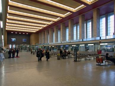 Mezinárodní letiště Berlín-Tempelhof - foto: Petr Šmídek, 2006
