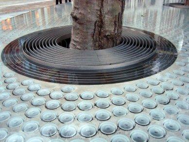 Vodná inštalácia pred hotelom Connaught - Pohľad - foto: Rasťo Udžan, 2011