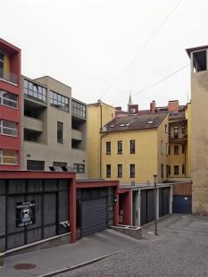 Polyfunkční dům HVB - foto: Petr Šmídek, 2012