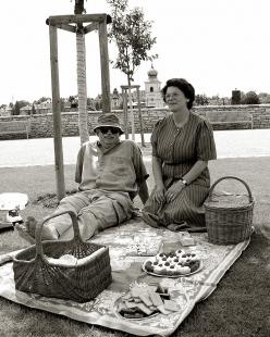 Klášterní zahrady v Litomyšli - pan starosta Miroslav Brýdl s manželkou