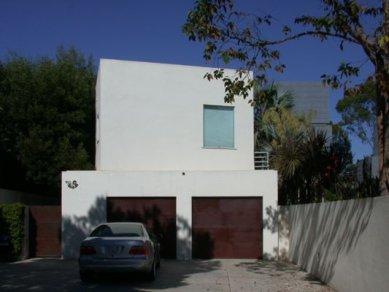 Schnabel Residence - Fotka vznikla shodou náhod při hledání domu od Pierre Koeniga. - foto: Petr Šmídek, 02.09.2001