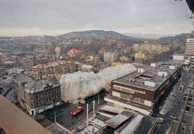 Polyfunkční městský blok Hraničář - Demolice původního bloku - foto: Archiv JPA