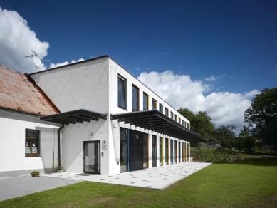 Přístavba základní školy v Hradištku