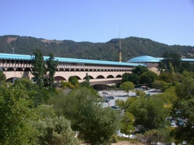 Marin County Civic Center - foto: Petr Šmídek, 2001