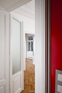 Rekonstrukce bytového domu v Litomyšli - Červený byt - foto: Nikola Tláskalová