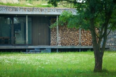 Lovecká chata v oboře - foto: Lukáš Pelech