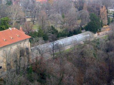 Oranžerie na Pražském hradě - Pohled ze střechy chrámu sv. Víta - foto: Pavel Nasadil, 2004