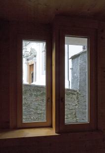 A community mortuary building - foto: Ester Havlová, 2009